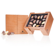 Elegance box of Easter chocolates